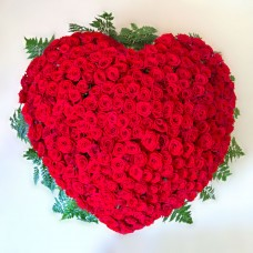 Венок в виде сердца из живых цветов ВСЖ-16