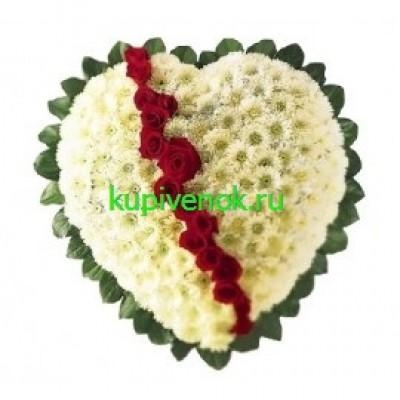 Венок в виде сердца из живых цветов ВСЖ 29