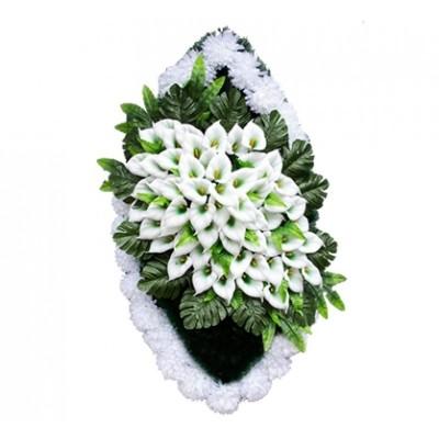 Ритуальный венок ВЗ44 выполен из искусственных цветов по всем правилам флористики