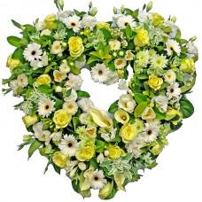Венок в виде сердца из живых цветов ВСЖ-19