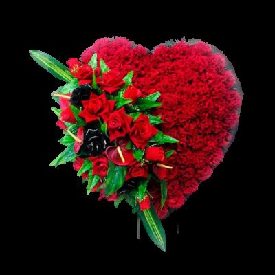 Венок в виде сердца из искусственных цветов