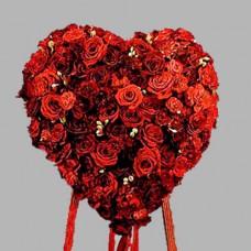 Венок в виде сердца из живых цветов ВСЖ-26