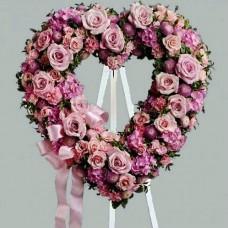 Венок в виде сердца из живых цветов ВСЖ-27