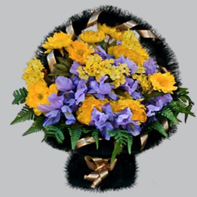 Корзина из искусственных цветов на похороны