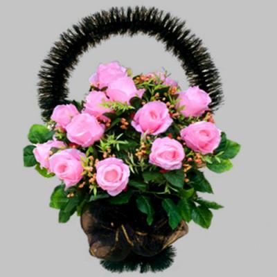 Корзина из искусственных цветов