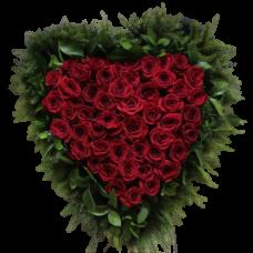 Венок в виде сердца из живых цветов ВСЖ-03