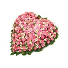 Венок в виде сердца из живых цветов ВСЖ-31