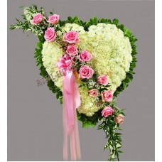 Венок в виде сердца из живых цветов ВСЖ-37