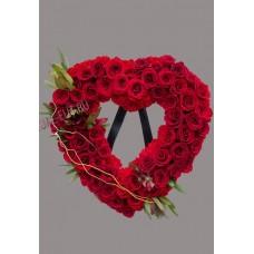 Венок в виде сердца из живых цветов ВСЖ-35