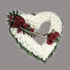 Венок в виде сердца из живых цветов ВСЖ-36