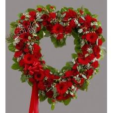 Венок в виде сердца из живых цветов ВСЖ-34